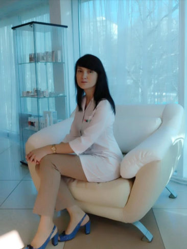 Карицкая Элеонора Дмитриевна, главный врач, врач-косметолог